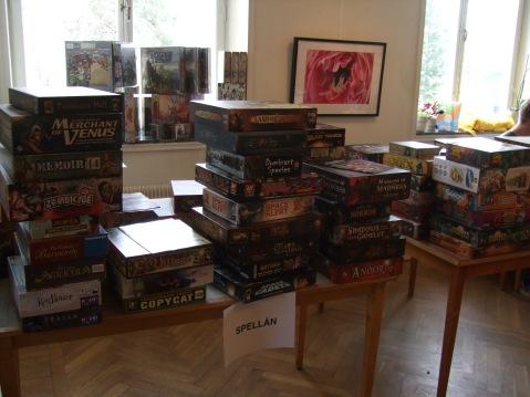 Det fanns massor gamla och nya spel att låna!